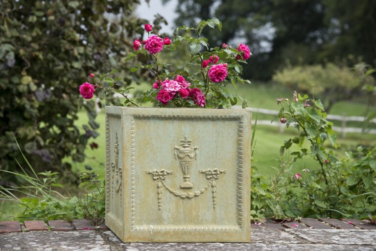 Adam Style Planter Cube Bronzage