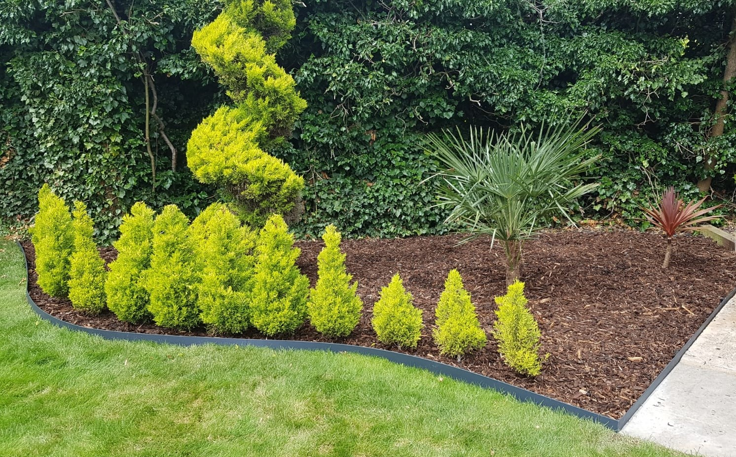Edgeline Garden Edging Lifestyle1