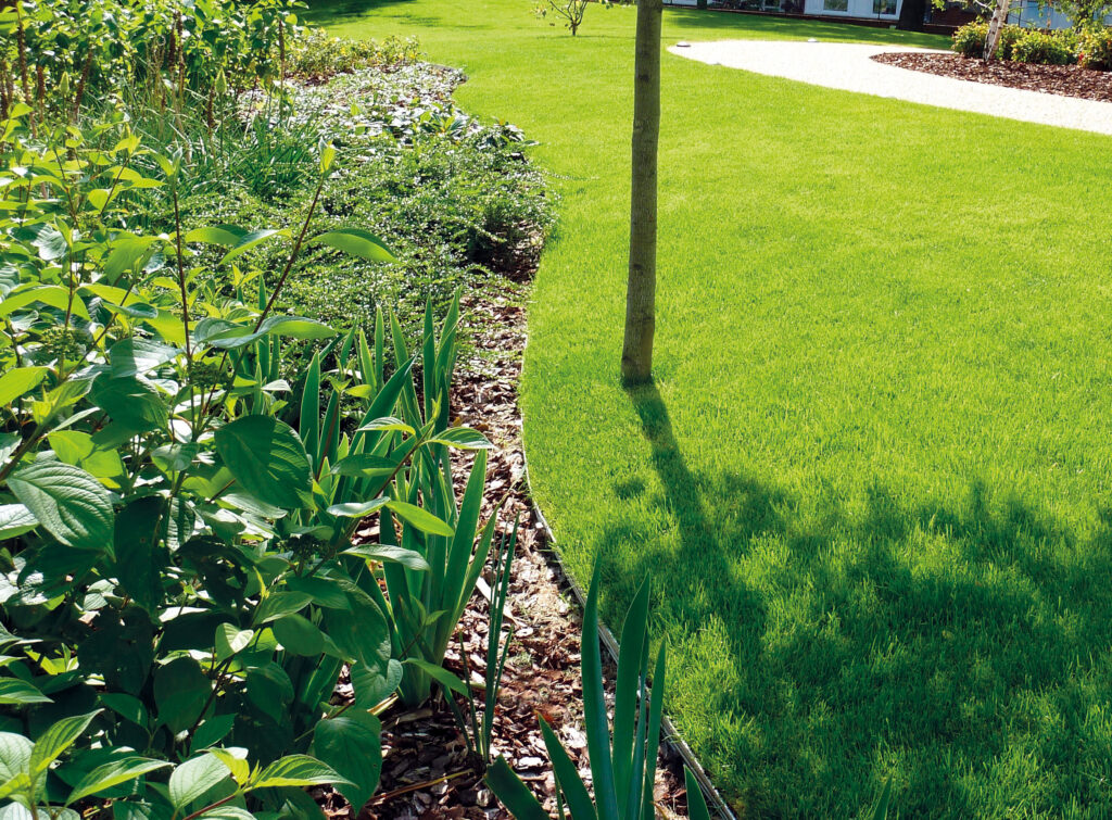 Edgeline Garden Edging Lifestyle2