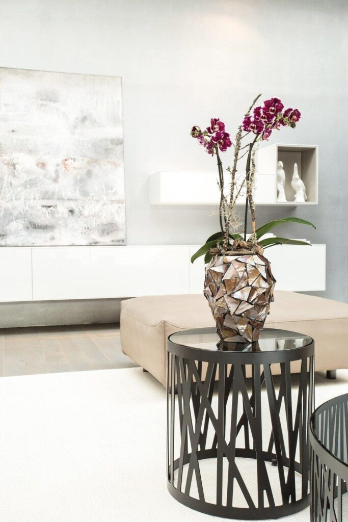 Shell Orchid Planter Brown 17x24cm Lifestyle2
