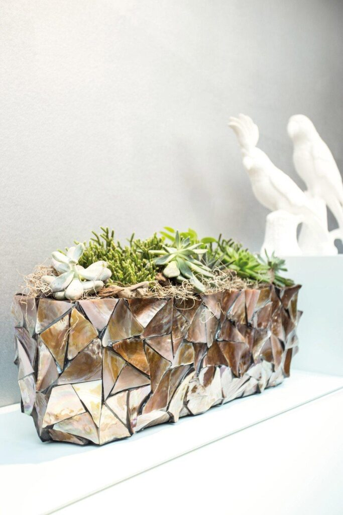 Shell Table Planter Brown 60x15x18cm Lifestyle1