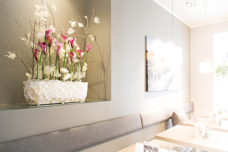 Shell Table Planter White 60x15x18cm Lifestyle2