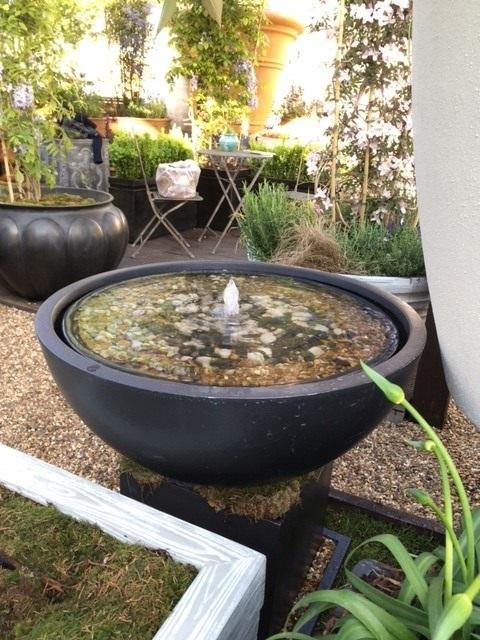 Geo Bowl Fountain Lifestyle2