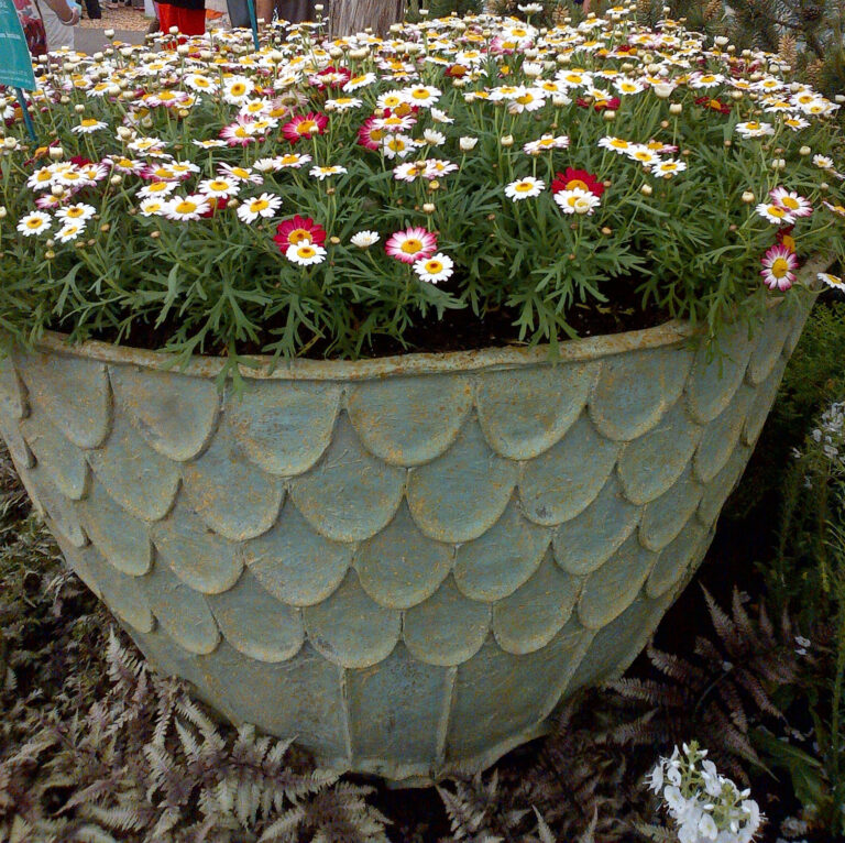 Fishscale Planter in Bronzage Lifestyle1