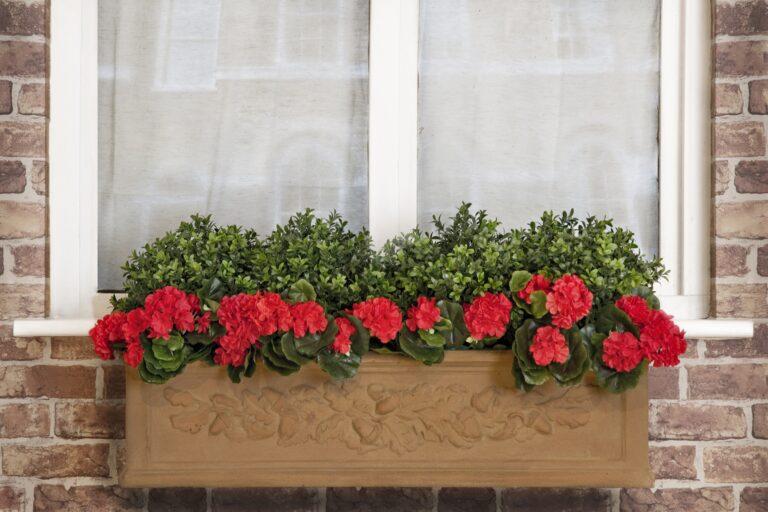 Oakleaf Window Box in Terracotta Lifestyle3