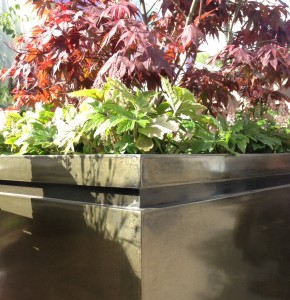 Pall Mall Box Planter in Antique Brass Lifestyle4