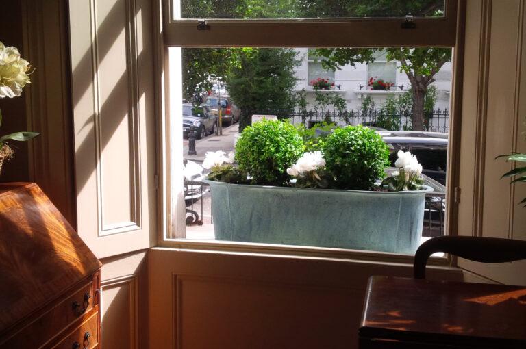 Provencal Window Box in Beaten Copper Lifestyle1